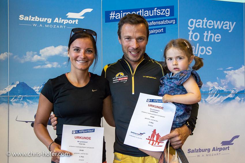 4. Airportlauf am Salzburg Airport  15.06.2018 Foto: Chris Hofer, Bild zeigt: besten Einzelläufer - Tanja Cais, Gerald Bauer (hier mit Tochter Clara)
