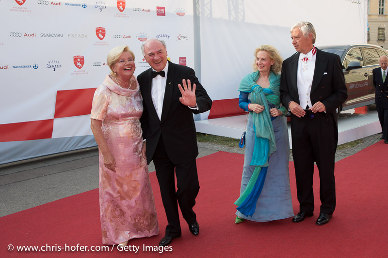 VIENNA, AUSTRIA - JUNE 26: Erwin Proell with his wife Elisabeth (left half) attend the gala event 450 years Spanische Hofreitschule on June 26, 2015 in Vienna, Austria.  (Photo by Chris Hofer/Getty Images)