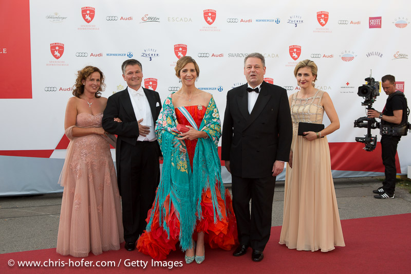 VIENNA, AUSTRIA - JUNE 26: Princess Elena of Spain with entourage and Andrae Rupprechter with his wife Christine attend the gala event 450 years Spanische Hofreitschule on June 26, 2015 in Vienna, Austria.  (Photo by Chris Hofer/Getty Images)