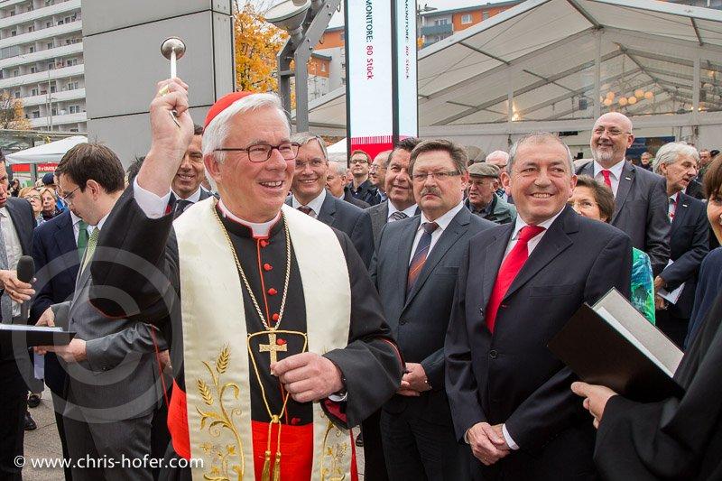 Feierliche Eröffnung des Hauptbahnhof Salzburg, 2014-11-07, Foto: Chris Hofer, Bild zeigt: Segnung durch Erzbischof Franz Lackner