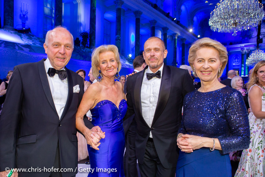 VIENNA, AUSTRIA - JUNE 29: Friedrich Johannsmann, Elisabeth Guertler, Gery Keszler, Federal Minister Ursula von der Leyen during the Fete Imperiale 2018 on June 29, 2018 in Vienna, Austria. (Photo by Chris Hofer/Getty Images) *** Local Caption *** Elisabeth Guertler; Gery Keszler; Ursula von der Leyen