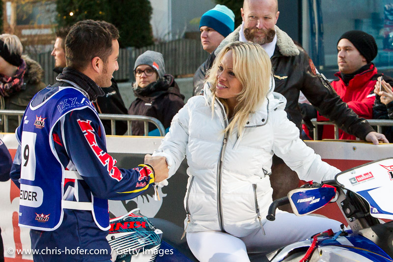 SAALBACH-HINTERGLEMM, AUSTRIA - DECEMBER 05:   Pamela Anderson and DTM racer driver Timo Scheider during the third and final day of the Formula Snow 2015 ski opening on December 5, 2015 in Saalbach-Hinterglemm, Austria.  (Photo by Chris Hofer/Getty Images)